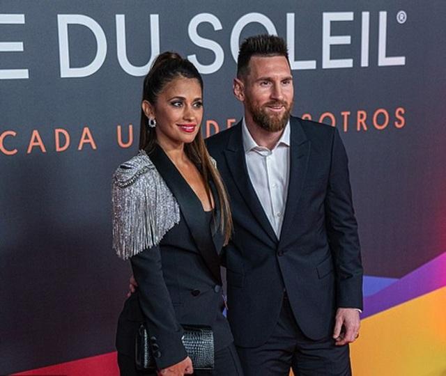 """Messi """"tay trong tay"""" cùng bà xã ra mắt show diễn cuộc đời - Ảnh minh hoạ 2"""