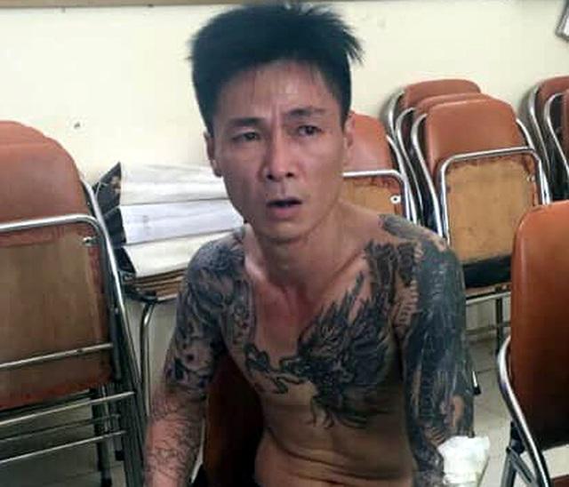 Hà Nội: Gã trai mang can xăng về nhà dọa bố mẹ - 1