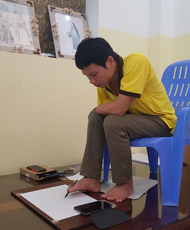 Kinh ngạc chân dung nghệ sĩ được vẽ... bằng chân của chàng trai 8X - 4