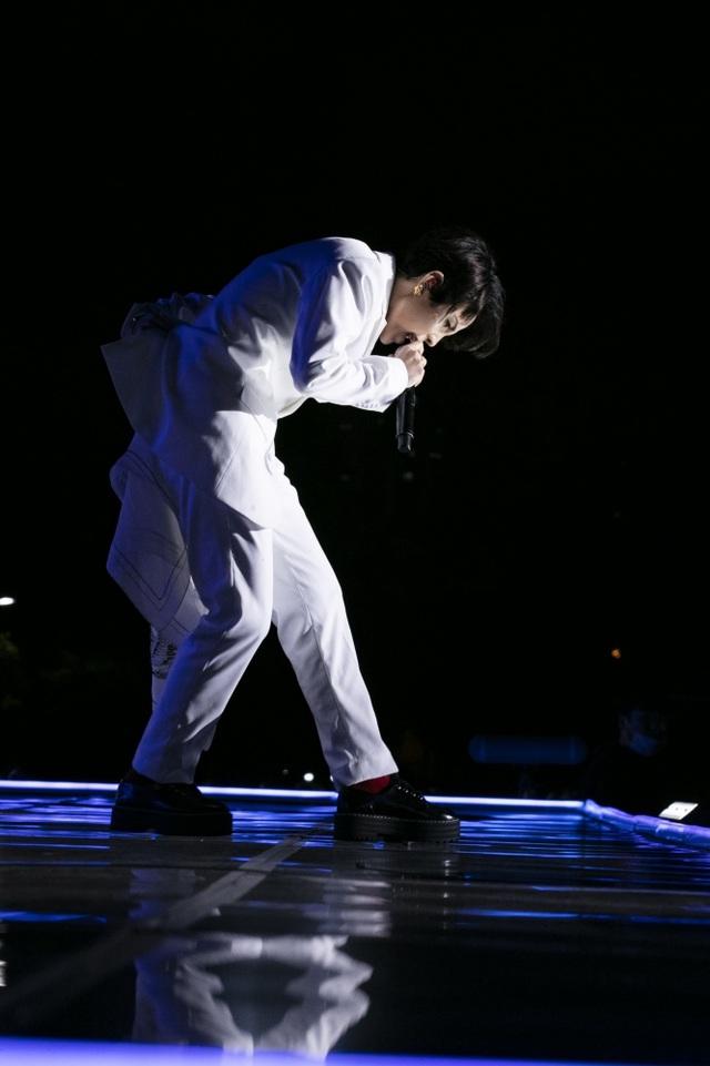 Khán giả quốc tế khóc, suýt xô đổ hàng rào khi xem Vũ Cát Tường trình diễn - 9