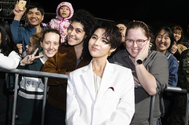 Khán giả quốc tế khóc, suýt xô đổ hàng rào khi xem Vũ Cát Tường trình diễn - 15