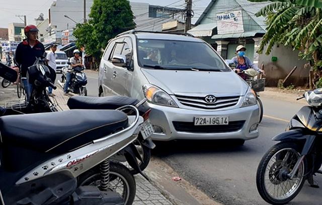 Cảnh sát hình sự bắn thủng lốp ô tô, trấn áp nhóm côn đồ manh động - 1