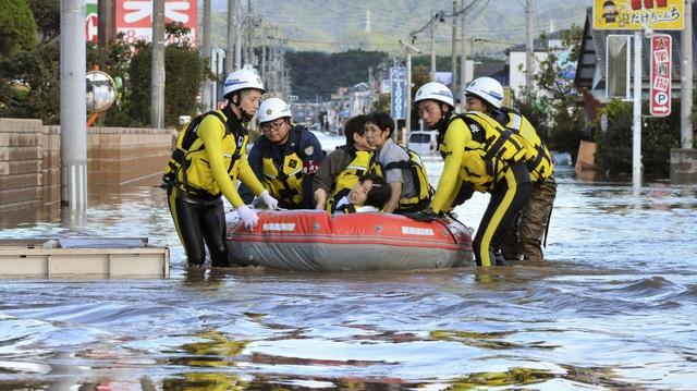 """Nhật Bản tan hoang sau siêu bão """"Quái vật"""" mạnh nhất trong 60 năm - 11"""