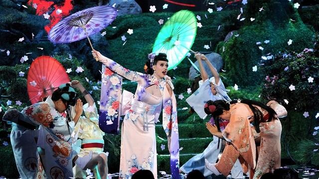 Những ngôi sao từng bị chỉ trích vì sử dụng trang phục của nền văn hóa khác - 2