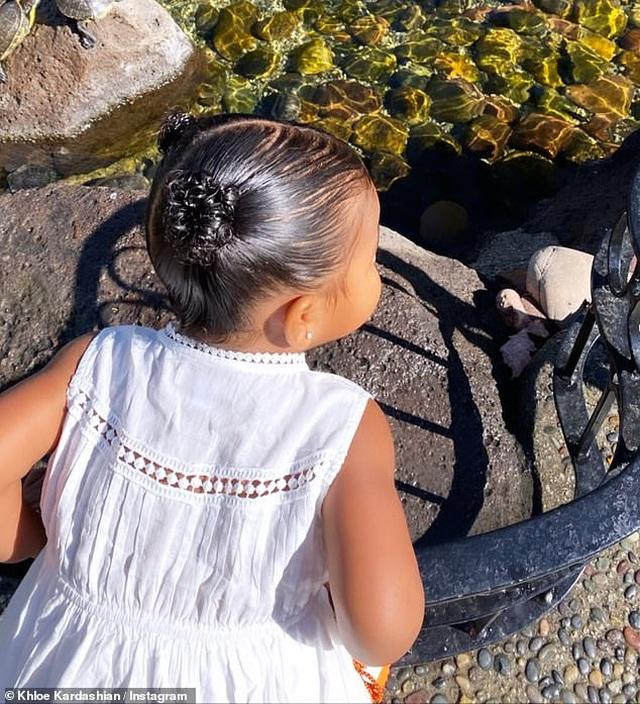 Khloe Kardashian đưa con gái cưng ra phố - 7