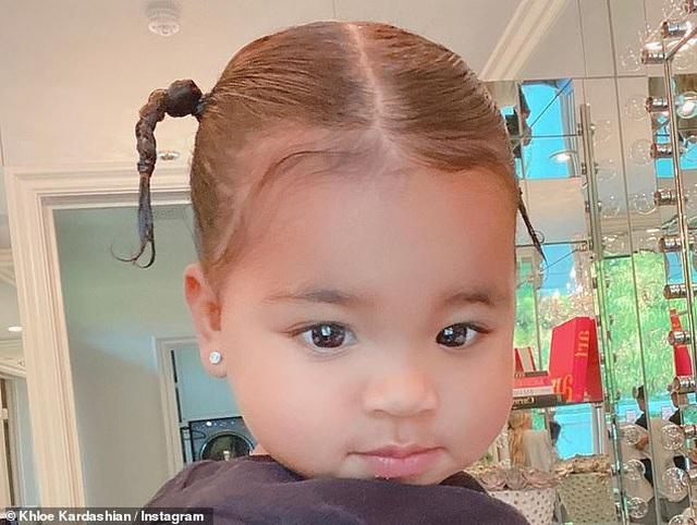 Khloe Kardashian đưa con gái cưng ra phố - 5