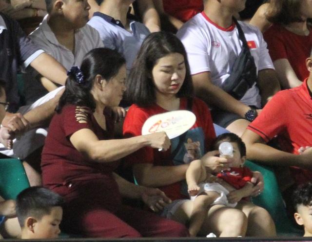 Sân Thống Nhất lung linh trong ngày U22 Việt Nam tái ngộ khán giả TPHCM - 9