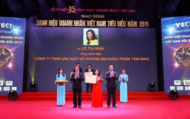 """CEO Dược phẩm Tâm Bình được vinh danh """"Doanh nhân Việt Nam tiêu biểu 2019"""" - 1"""