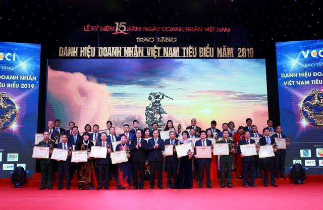 """CEO Dược phẩm Tâm Bình được vinh danh """"Doanh nhân Việt Nam tiêu biểu 2019"""" - 2"""