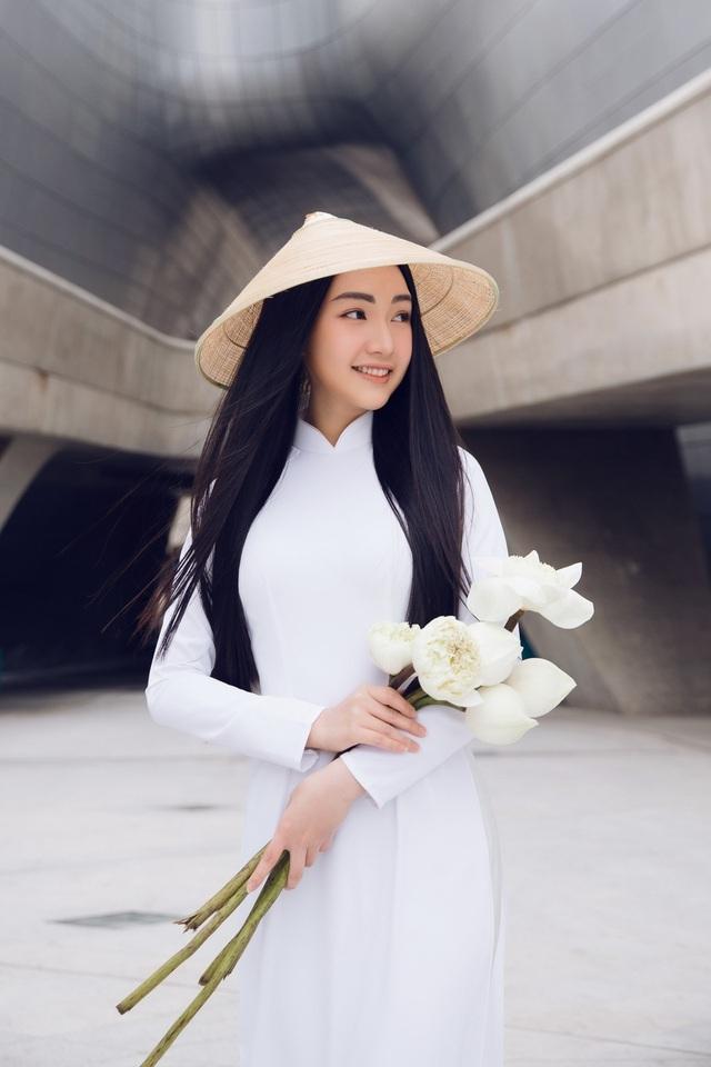 Du khách nữ được miễn vé tham quan di tích Huế ngày 20/10 khi mặc áo dài Việt Nam - 1