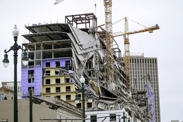 Kinh hoàng tòa nhà đang xây dựng bất ngờ đổ sập - 2