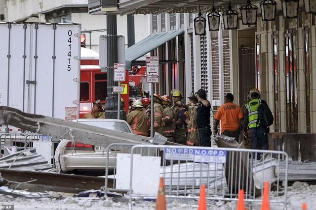 Kinh hoàng tòa nhà đang xây dựng bất ngờ đổ sập - 3