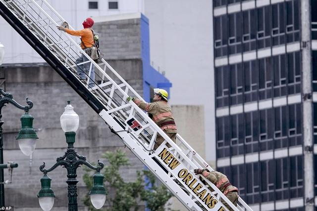 Kinh hoàng tòa nhà đang xây dựng bất ngờ đổ sập - 6