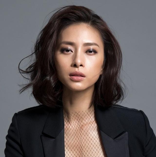 """Ngô Thanh Vân, Phạm Hương chỉ trích ca sĩ mặc áo dài """"không quần"""" - 4"""