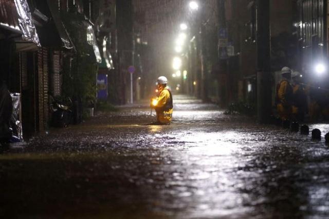 """Nhật Bản tan hoang sau siêu bão """"Quái vật"""" mạnh nhất trong 60 năm - 12"""