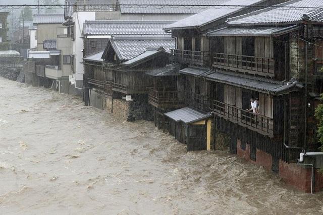 """Nhật Bản tan hoang sau siêu bão """"Quái vật"""" mạnh nhất trong 60 năm - 9"""
