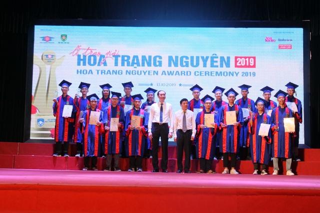 176 học sinh phía Bắc được trao giải Hoa Trạng Nguyên 2019 - 1
