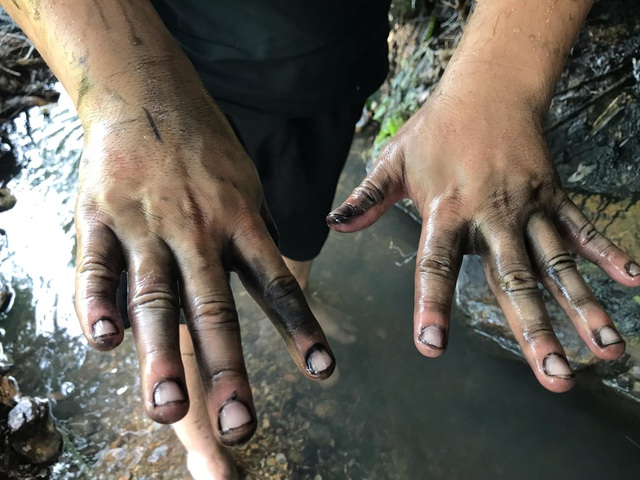 Hãi hùng hình ảnh nguồn nước đen ngòm dầu thải của Nhà máy nước sạch sông Đà - 10