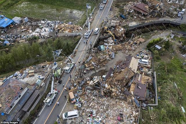 """Cảnh đổ nát sau siêu bão """"Quái vật"""" khiến 35 người chết tại Nhật Bản - 17"""