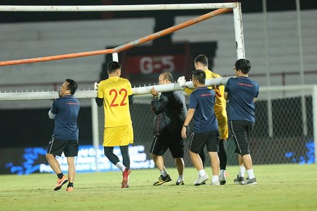 Đội tuyển Việt Nam bị Indonesia xem trộm, HLV Park Hang Seo không hài lòng - 9
