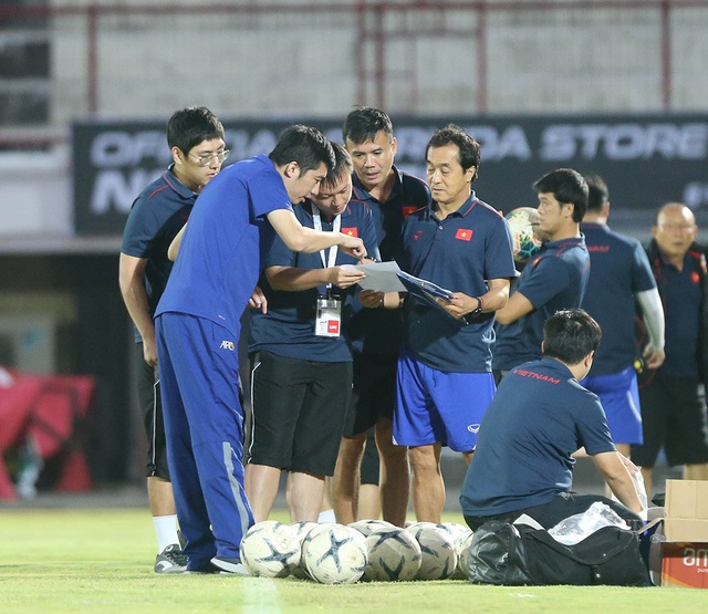 Đội tuyển Việt Nam bị Indonesia xem trộm, HLV Park Hang Seo không hài lòng - 10
