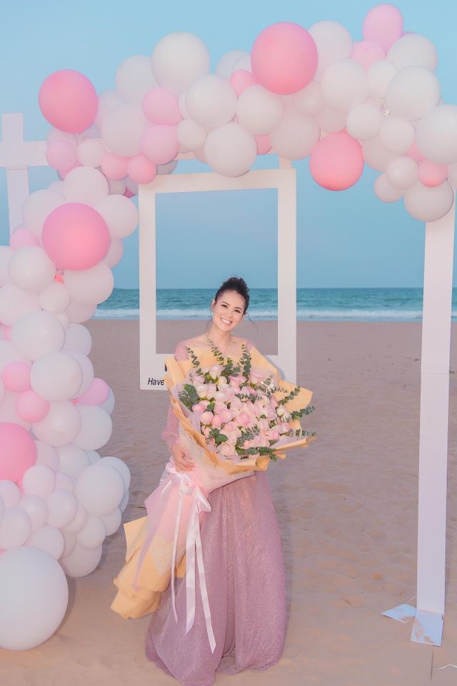 Sinh nhật sang chảnh bên bờ biển của người đẹp Hoa hậu Hoàn vũ - 6