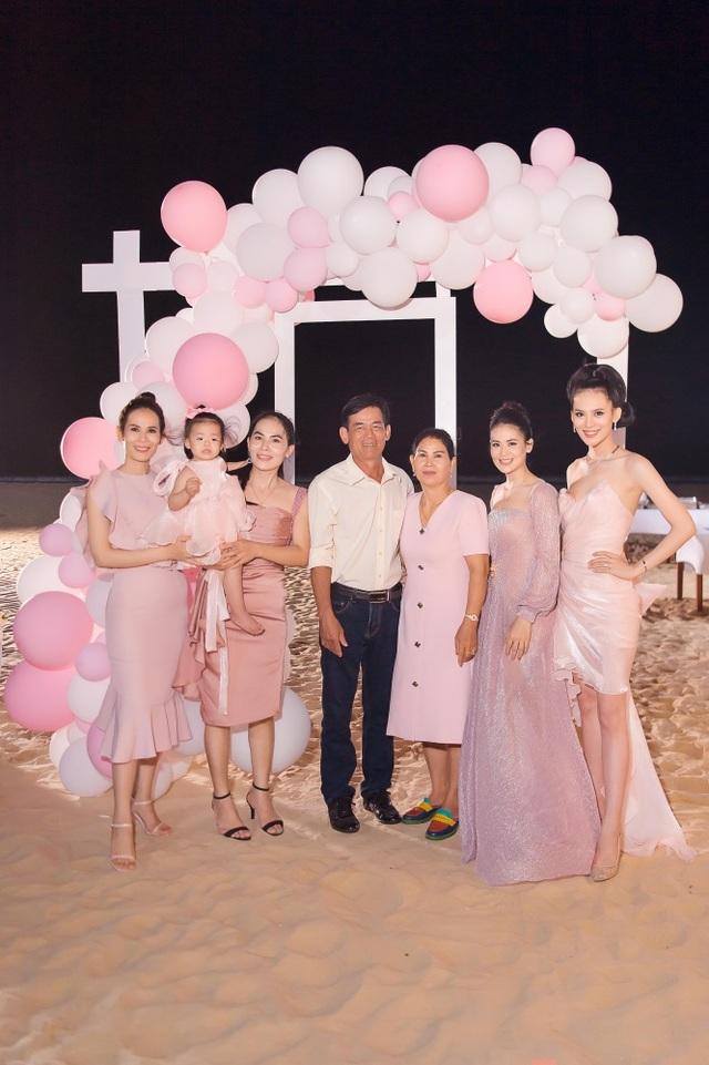Sinh nhật sang chảnh bên bờ biển của người đẹp Hoa hậu Hoàn vũ - 7