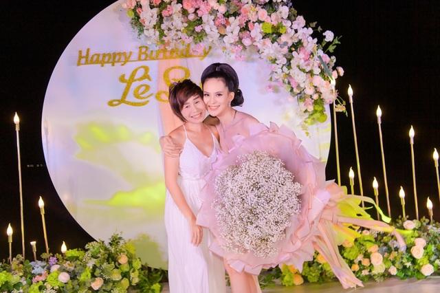 Sinh nhật sang chảnh bên bờ biển của người đẹp Hoa hậu Hoàn vũ - 13