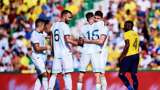 Vắng Messi, Argentina vẫn dội mưa bàn thắng vào lưới Ecuador - 2