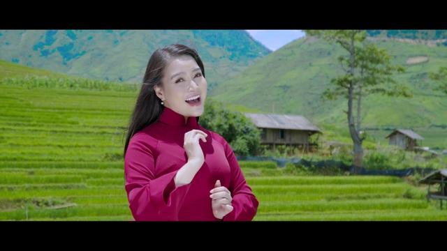 Đinh Trang hát mừng Ngày Phụ nữ Việt Nam 20/10 - 1