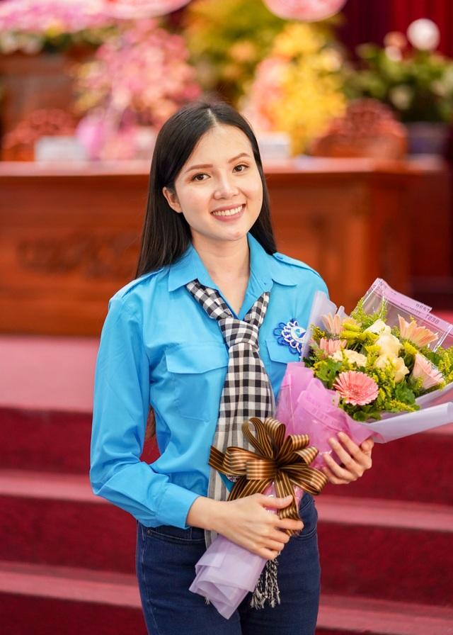 Hoa khôi Huỳnh Thúy Vi vào Ban chấp hành Hội Liên hiệp Thanh niên Cần Thơ - 13