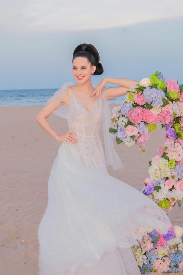 Sinh nhật sang chảnh bên bờ biển của người đẹp Hoa hậu Hoàn vũ - 9