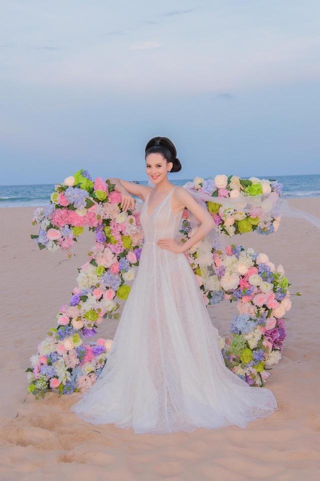 Sinh nhật sang chảnh bên bờ biển của người đẹp Hoa hậu Hoàn vũ - 2