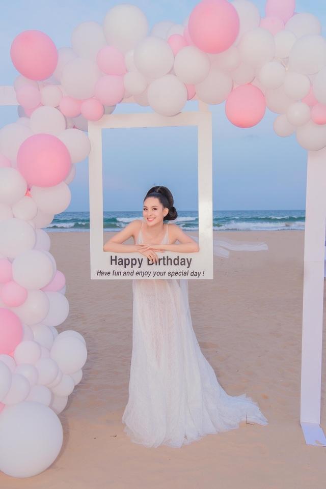 Sinh nhật sang chảnh bên bờ biển của người đẹp Hoa hậu Hoàn vũ - 11