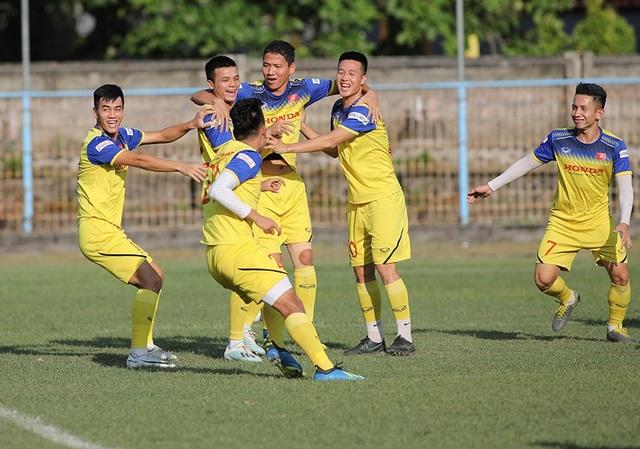 Tam anh hào UAE, Việt Nam, Thái Lan đại chiến vì ngôi đầu bảng - 2