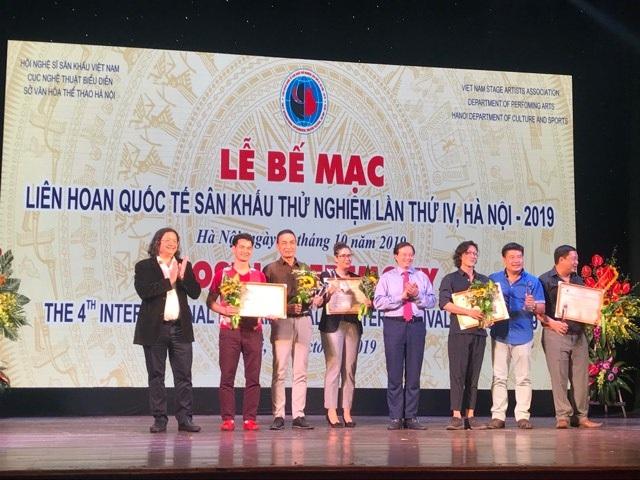 Quách Thu Phương bất ngờ đoạt Huy chương Vàng sau 10 năm nghỉ diễn - 1