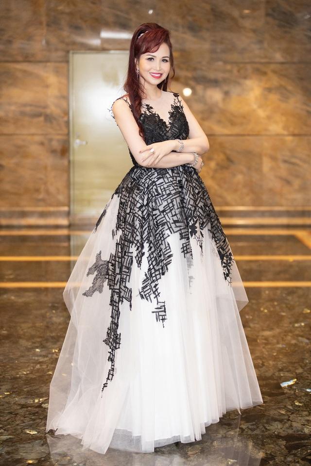 Hoa hậu Diệu Hoa, ca sĩ Thu Phương dự show diễn của Hoàng Hải tại Hà Nội - 8