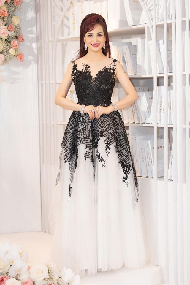 Hoa hậu Diệu Hoa, ca sĩ Thu Phương dự show diễn của Hoàng Hải tại Hà Nội - 9