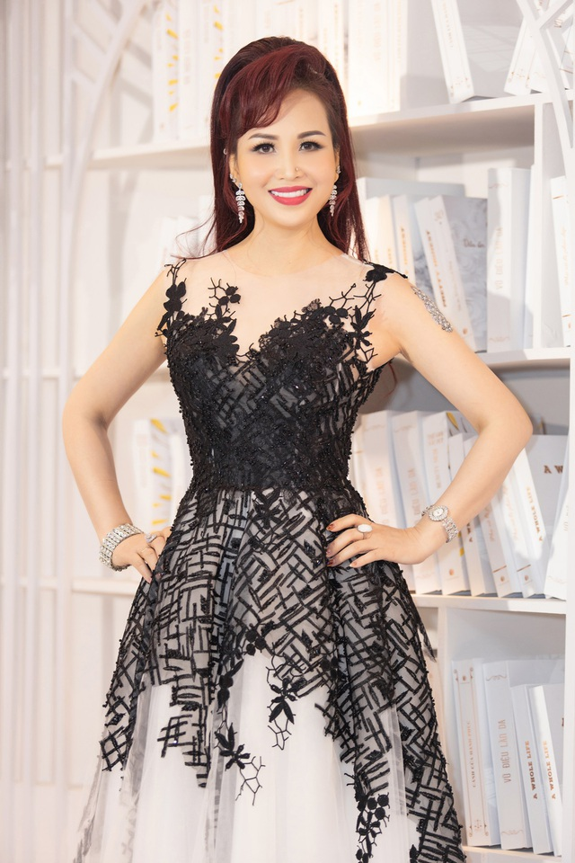 Hoa hậu Diệu Hoa, ca sĩ Thu Phương dự show diễn của Hoàng Hải tại Hà Nội - 10