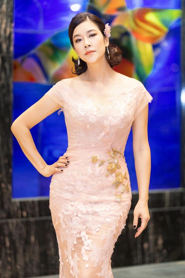 Hoa hậu Diệu Hoa, ca sĩ Thu Phương dự show diễn của Hoàng Hải tại Hà Nội - 3