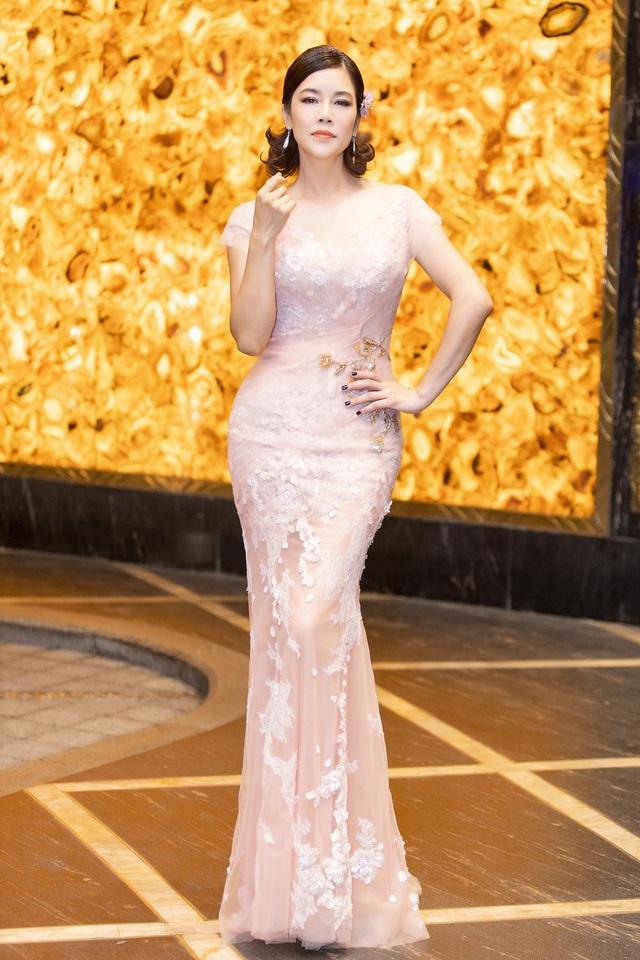 Hoa hậu Diệu Hoa, ca sĩ Thu Phương dự show diễn của Hoàng Hải tại Hà Nội - 4