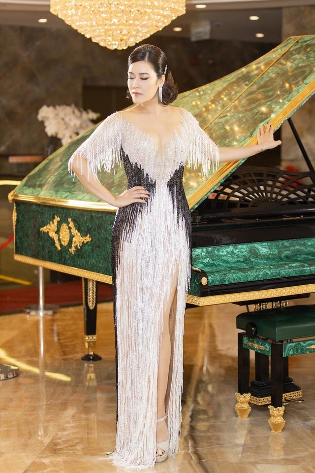 Hoa hậu Diệu Hoa, ca sĩ Thu Phương dự show diễn của Hoàng Hải tại Hà Nội - 7