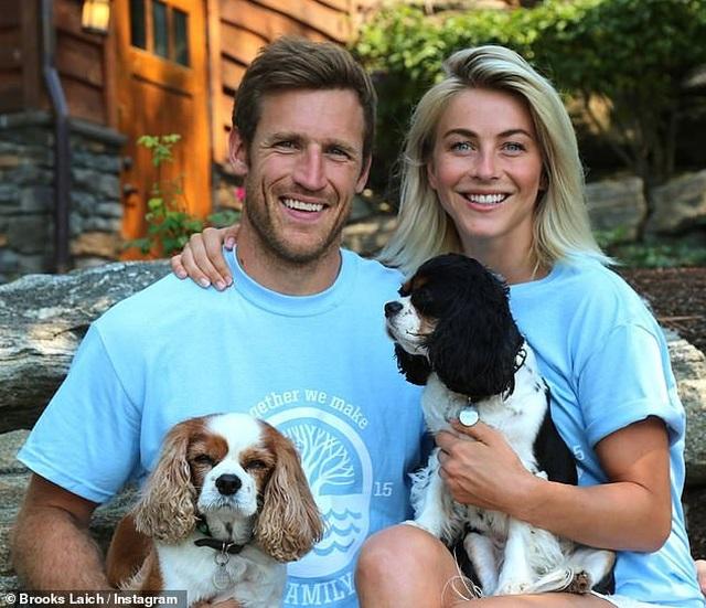 Julianne Hough đau buồn khi mất 2 cún cưng - 2