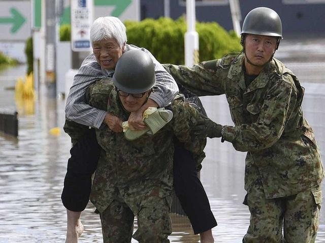 """Cảnh đổ nát sau siêu bão """"Quái vật"""" khiến 35 người chết tại Nhật Bản - 8"""