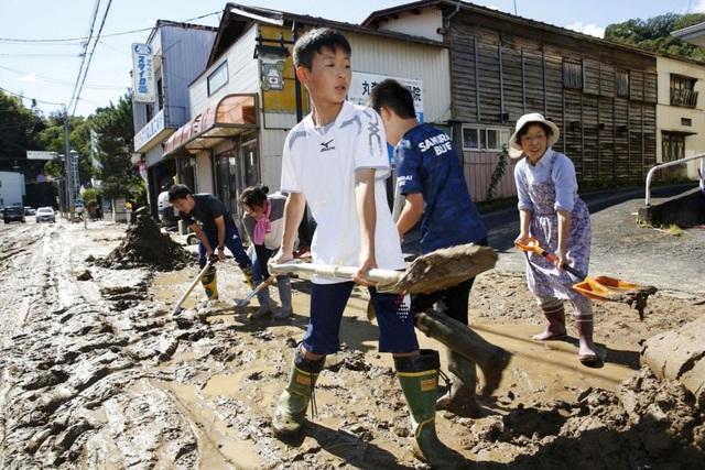 """Cảnh đổ nát sau siêu bão """"Quái vật"""" khiến 35 người chết tại Nhật Bản - 14"""
