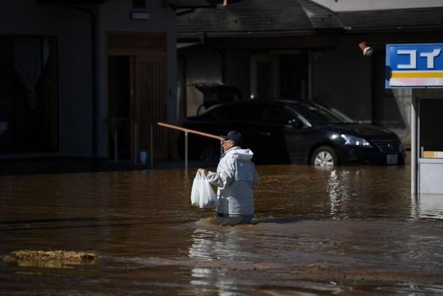 """Cảnh đổ nát sau siêu bão """"Quái vật"""" khiến 35 người chết tại Nhật Bản - 16"""