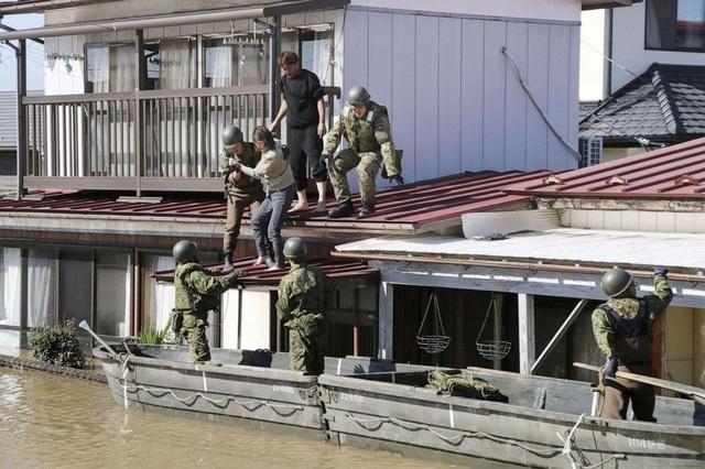 """Cảnh đổ nát sau siêu bão """"Quái vật"""" khiến 35 người chết tại Nhật Bản - 10"""