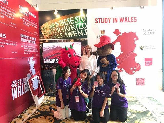 Giới trẻ rủ nhau tham gia Triển lãm giáo dục Vương quốc Anh 2019 - 3