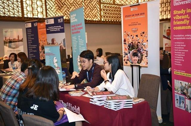 Giới trẻ rủ nhau tham gia Triển lãm giáo dục Vương quốc Anh 2019 - 8