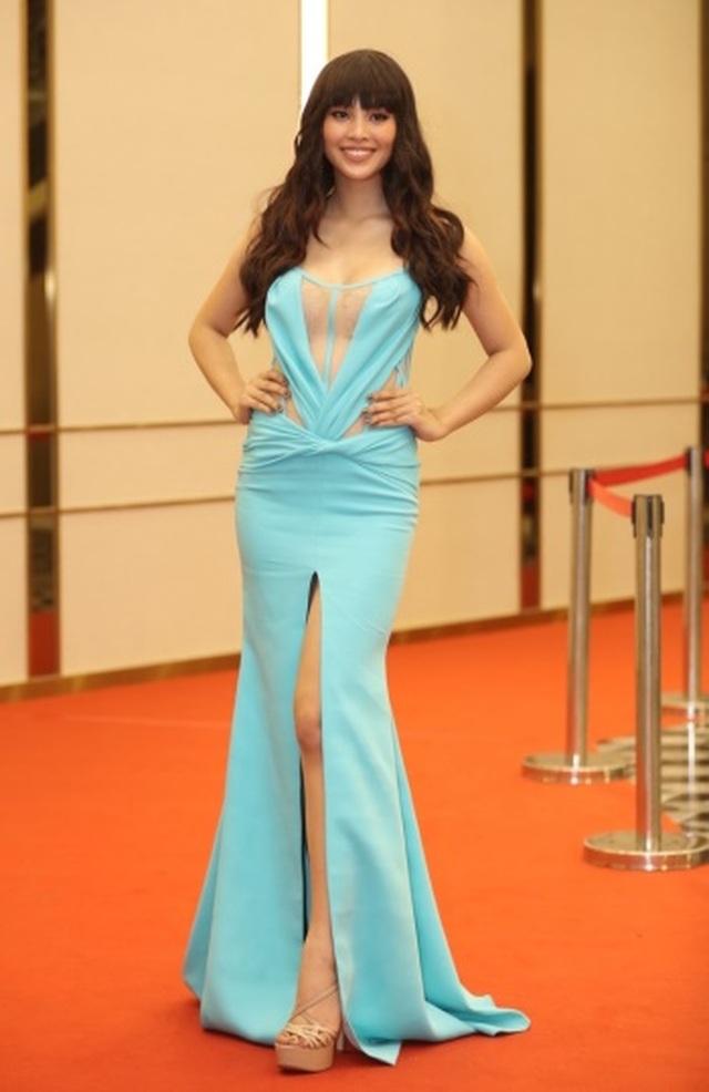 Hoa hậu Tiểu Vy bị chê khi thay đổi hình ảnh - 1